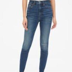 Sky High Distressed True Skinny Jeans. NWT 28 & 30